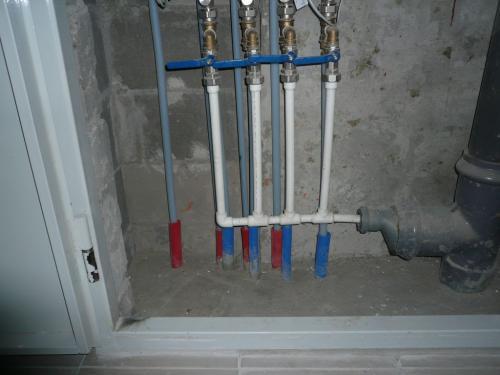 Трубы отопления в гильзах.jpg