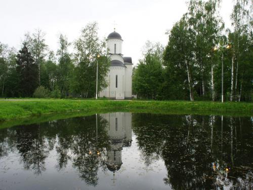 церковь_в_Шереметьевском_парке.JPG