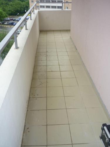 битая плитка на переходном балконе 2.jpg