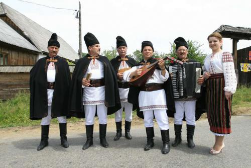 Romanian-folk-mucicians-from-Costesti-Moldova-photo-by-Tudor-Seulean-Flickr.jpg