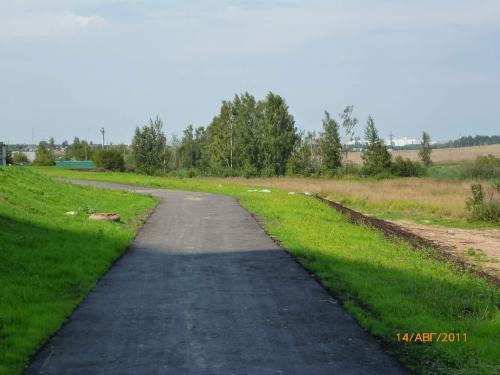Прогулочная_дорога_вдоль_озера.JPG