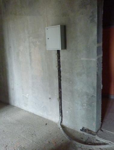 Пока_единственная_электрика_в_квартире_в_3_й_секции.JPG
