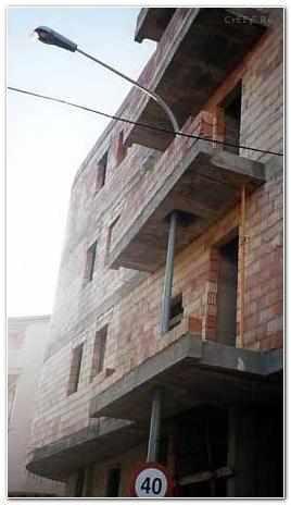 1160471572_stolb_balkone_baku.jpg